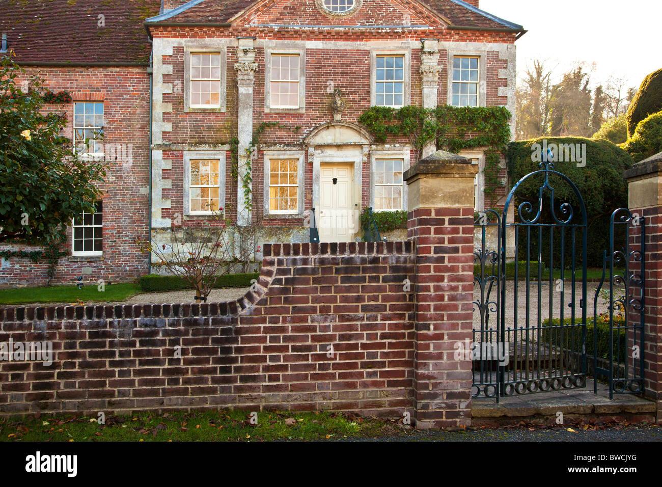 Anglais typique maison de campagne du xviiie siècle, Maison Rouge, dans les grandes Chalke, Wiltshire, England, Photo Stock