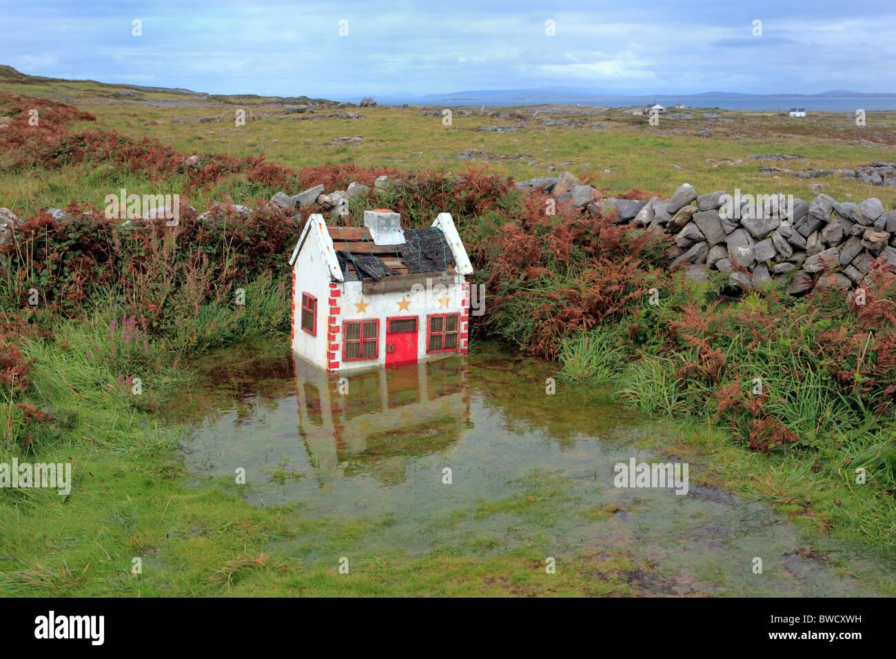 maison de jouets dans l'eau, les îles d'aran, irlande, comté de