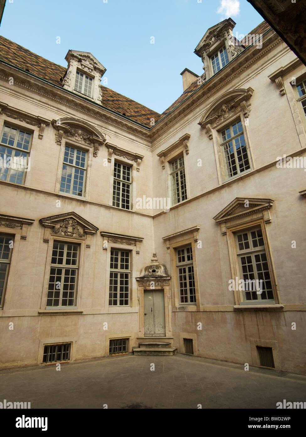 Cour intérieure de l'hôtel de Vogue, Dijon, Bourgogne, France Photo Stock