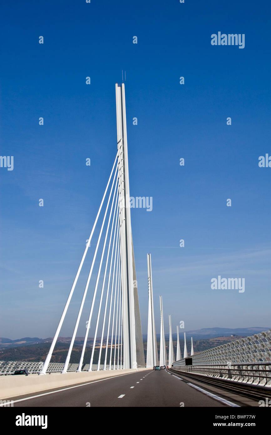 La Conduite Sur Le Viaduc De Millau Le Pont Le Plus Haut Au