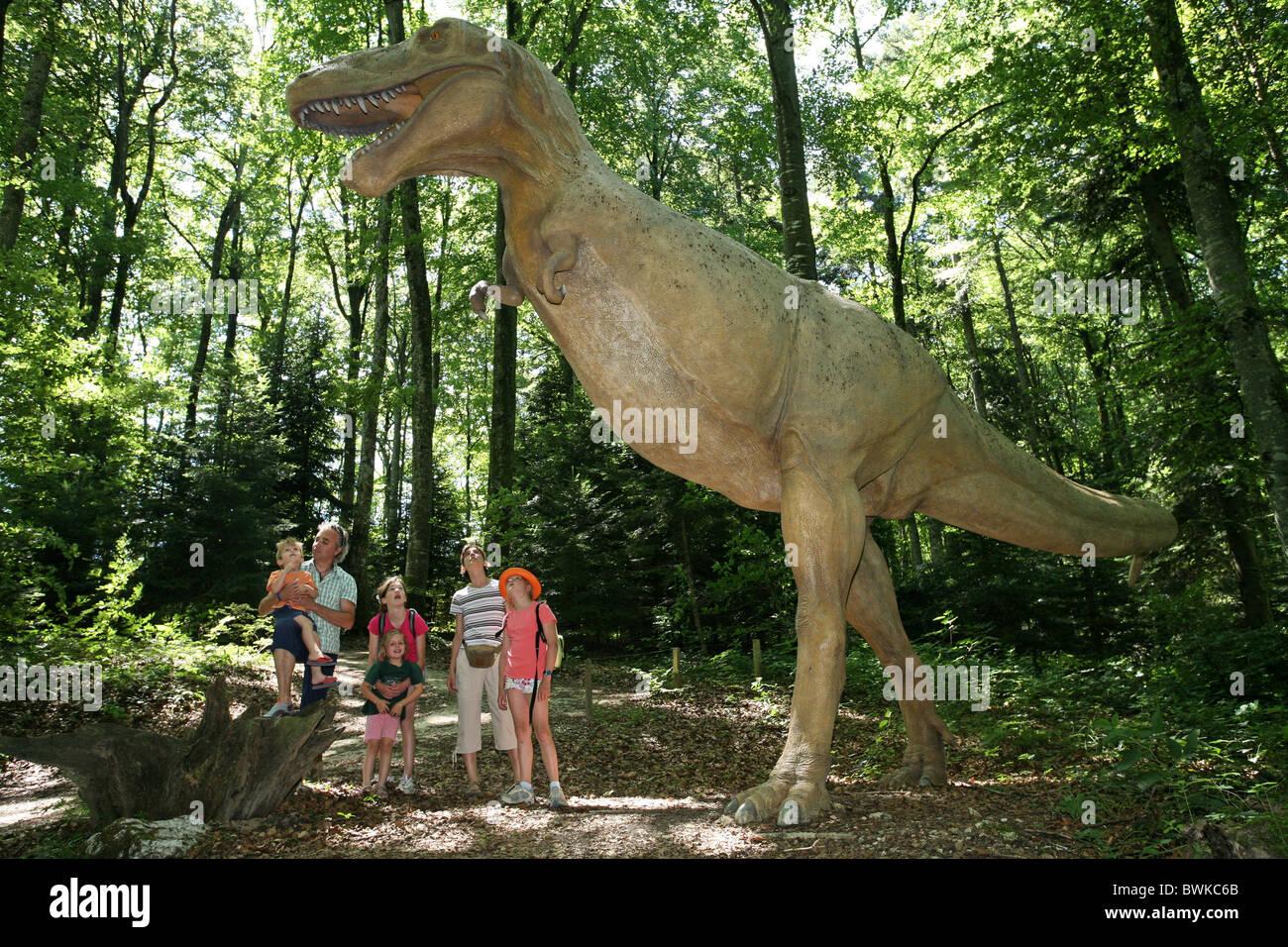 Les enfants du groupe familial parc préhistoriques dinosaures Reclere canton Jura Suisse Europe expérience excursion Banque D'Images
