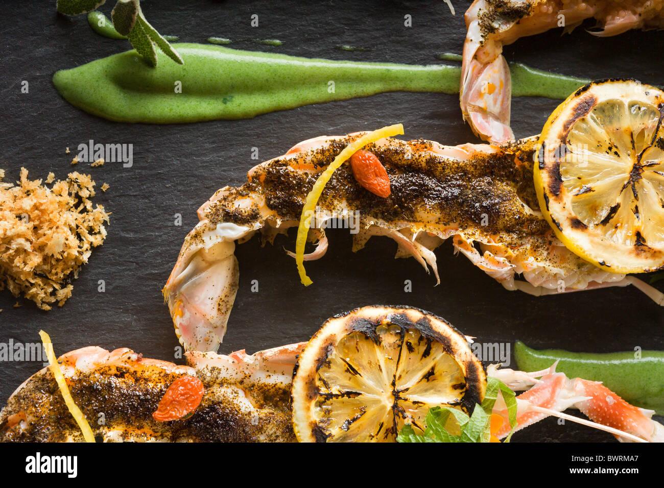 Thé Earl Grey langoustines grillés incrustés avec le thé infusé d'huile de coco et Photo Stock