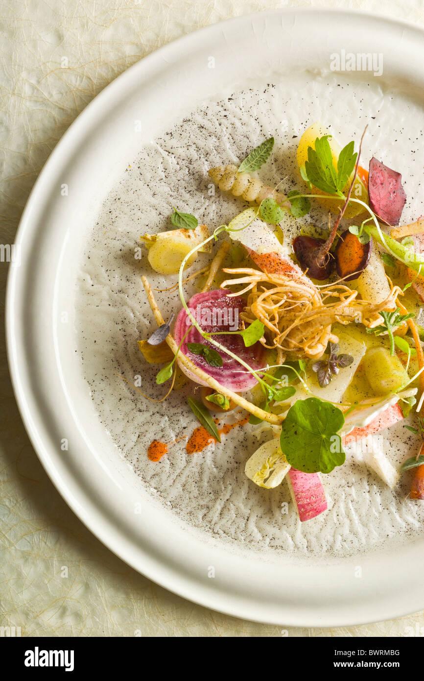 Les racines, les fruits et les baies avec homard noir préparé par Bo Bech, Chef du Restaurant Paustian, Photo Stock