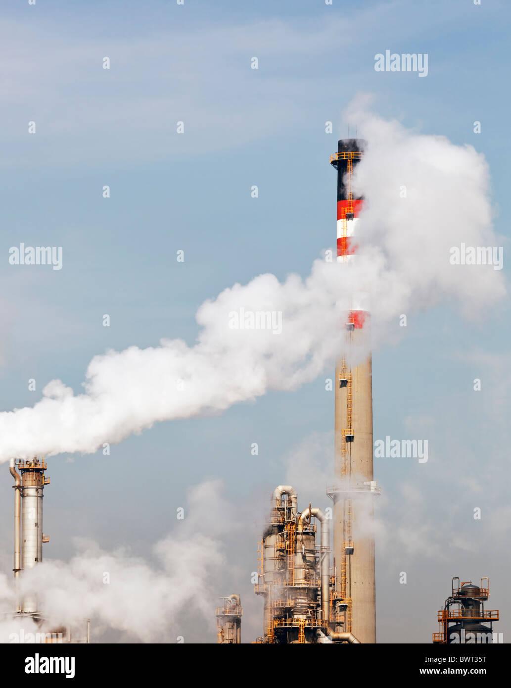 La pollution d'usine pétrochimique près de Guadarranque, Province de Cadix, Espagne. Photo Stock