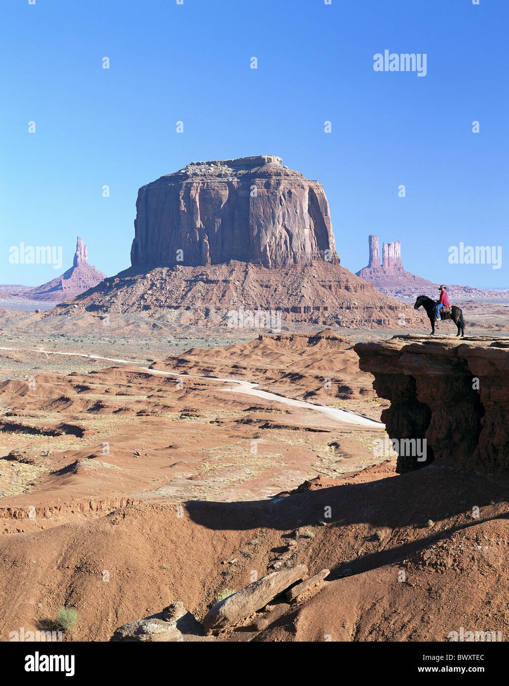 Nord Arizona cowboy falaise rocheuse scenery Monument Valley horse stand USA Amérique du Nord Photo Stock