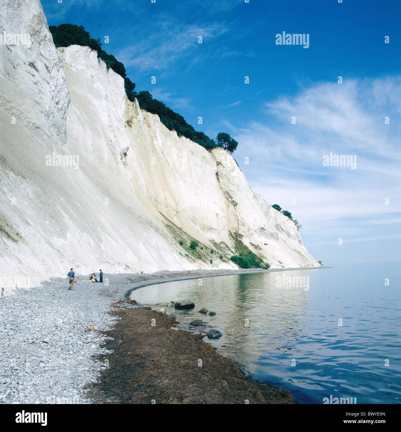 Danemark Europe island île Mon chalk cliffs côte roches mer personnes Mons Klint côte escarpée Banque D'Images