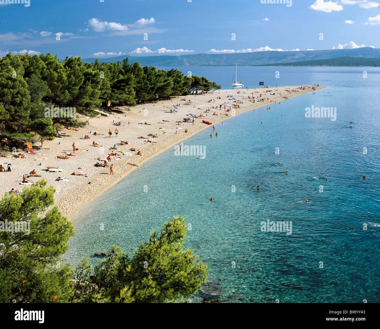 Les baigneurs plage de baignade à proximité de Bol Dalmatie île île de Brac Croatie vacances Photo Stock