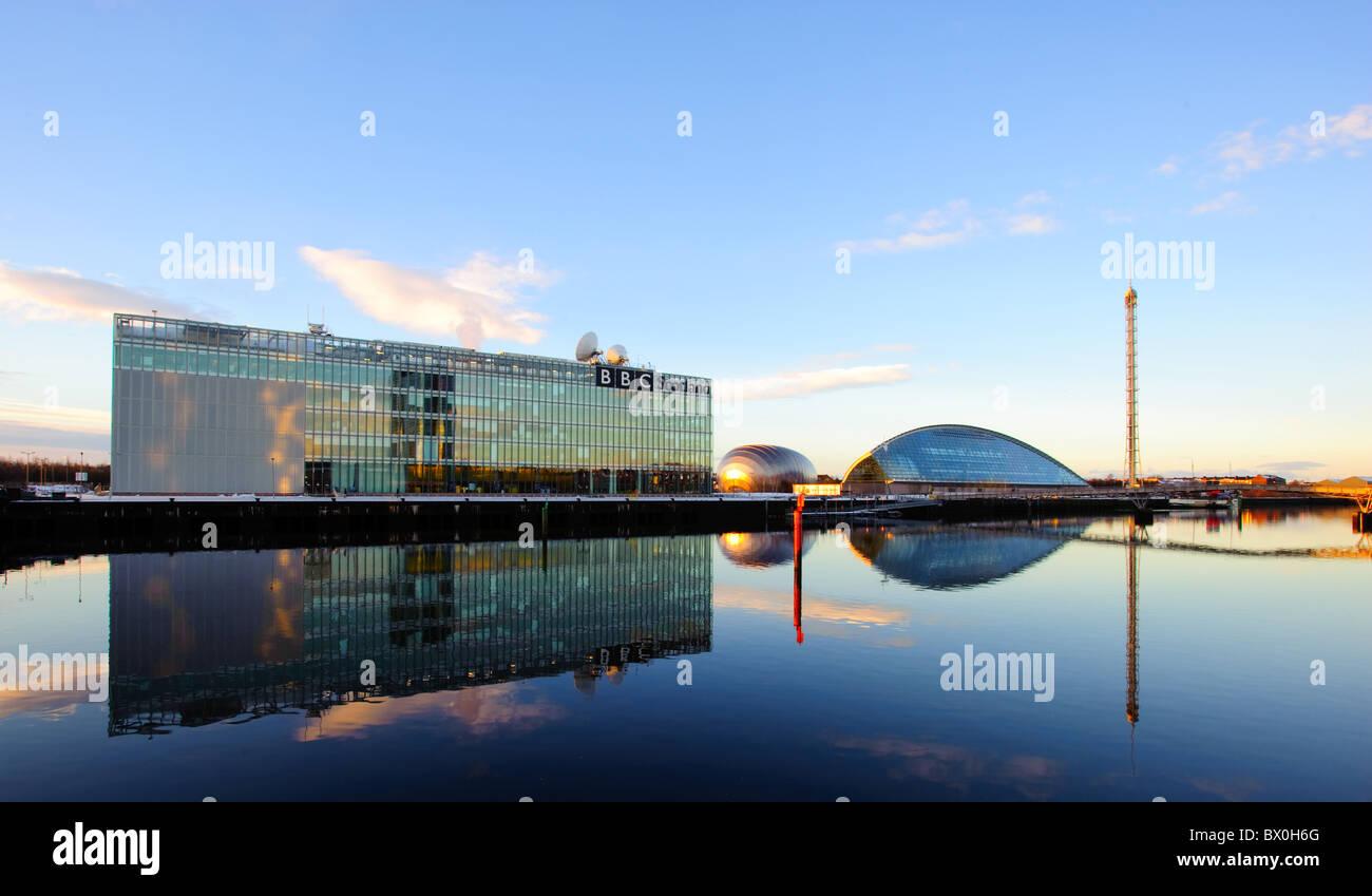 Glasgow Science Centre et Tour avec bâtiment BBC en premier plan, Glasgow, Ecosse, Royaume-Uni. Banque D'Images