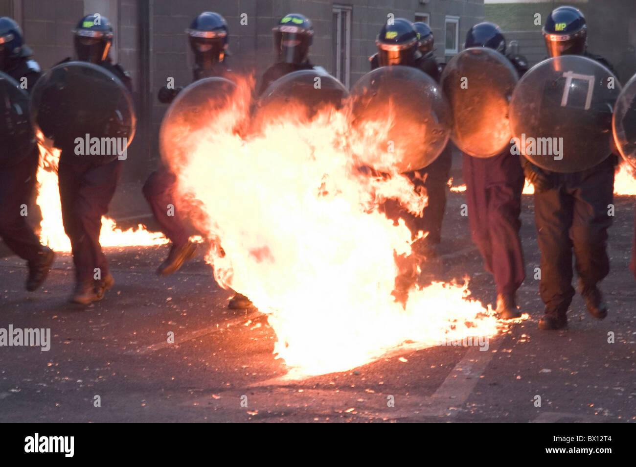 Démonstration Démonstration application combattre le feu flammes Metropolitan police parution modèle Photo Stock