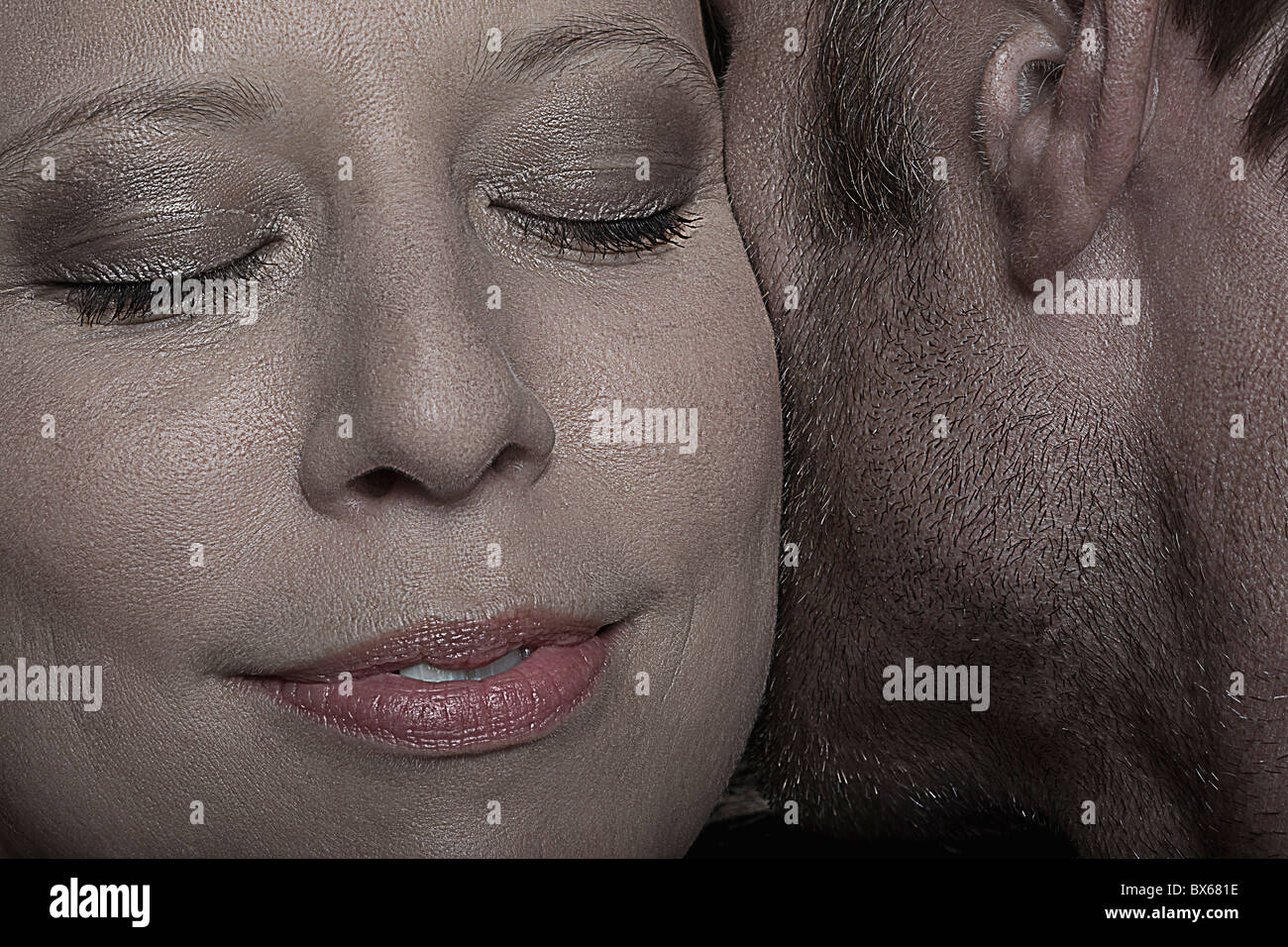 Visage d'une femme près d'un homme Photo Stock