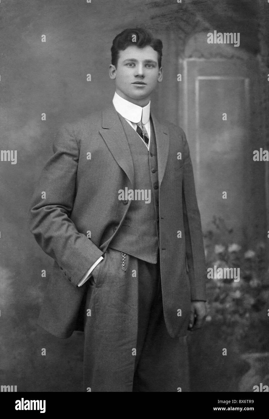 Fabuleux Les gens, hommes, portrait / demi-longueur 1900 - 1930, jeune @LO_59