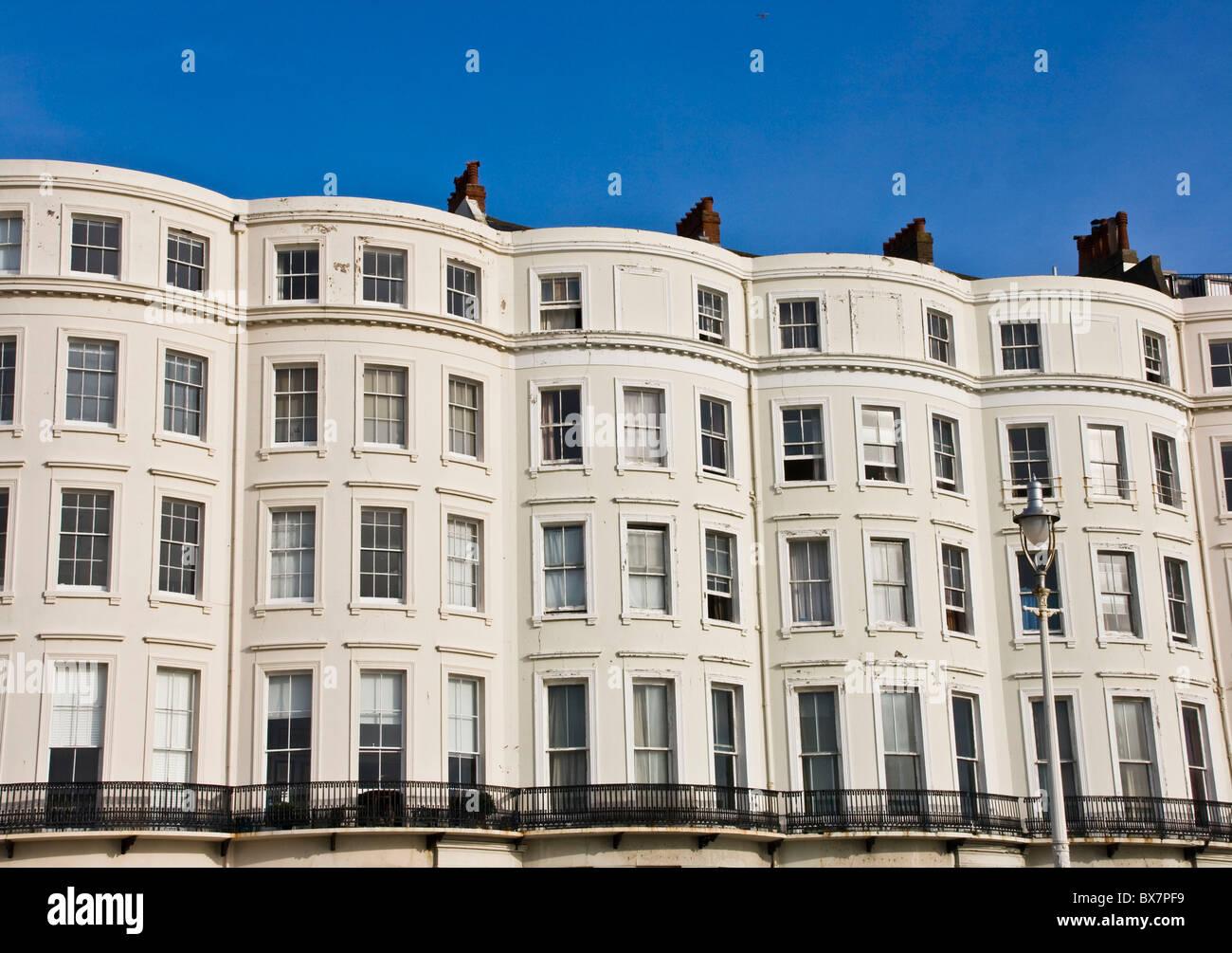 La façade des maisons mitoyennes de style régence Brighton Sussex England Europe Banque D'Images