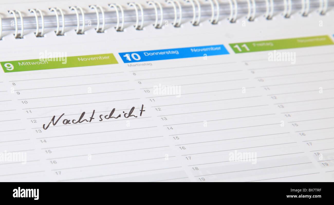 Un calendrier standard. Le terme allemand Nachtschicht est marquée. (Anglais: Quart de nuit) Banque D'Images