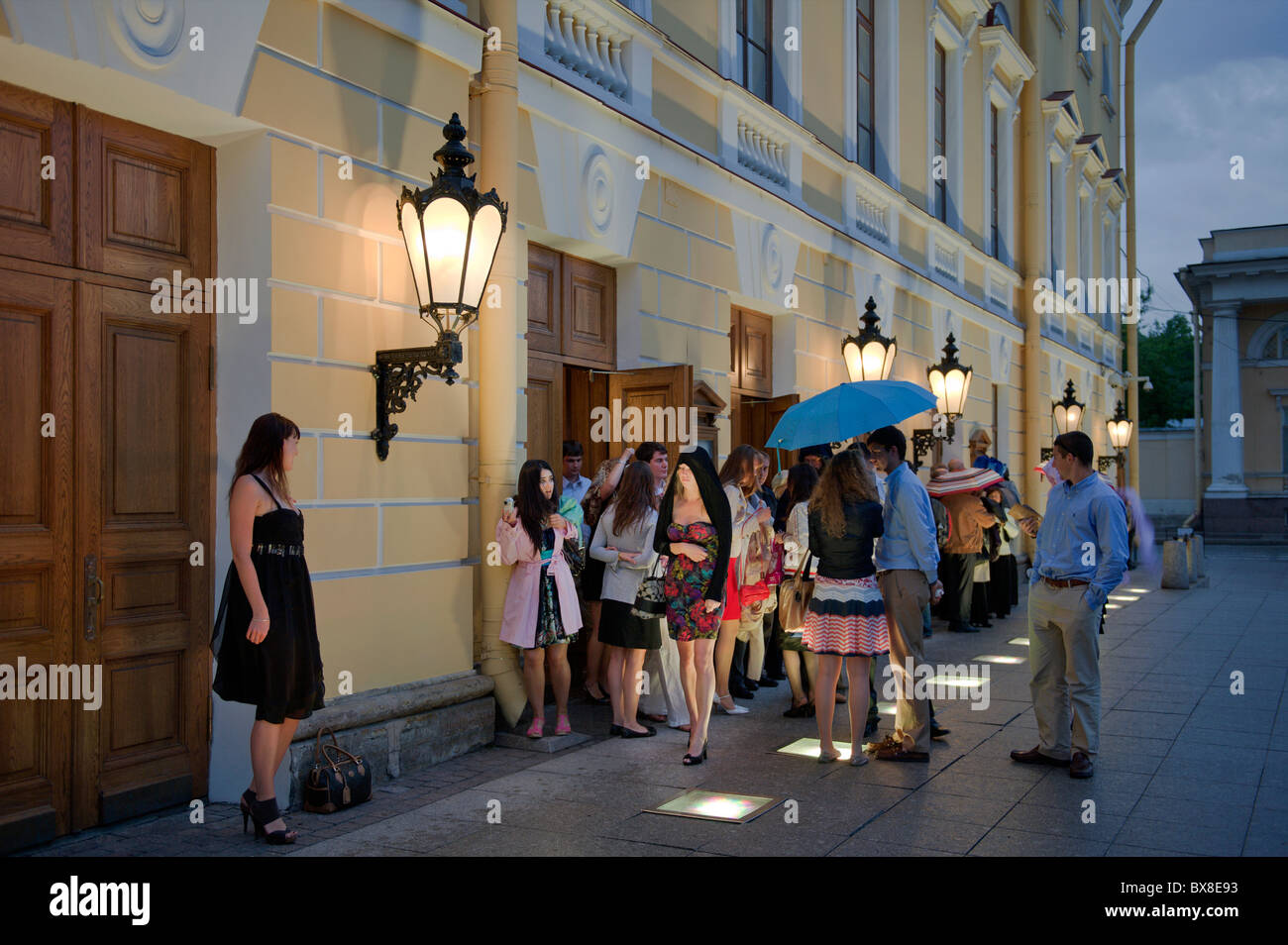 St Petersburg Philharmonic Hall et les gens en Russie Banque D'Images