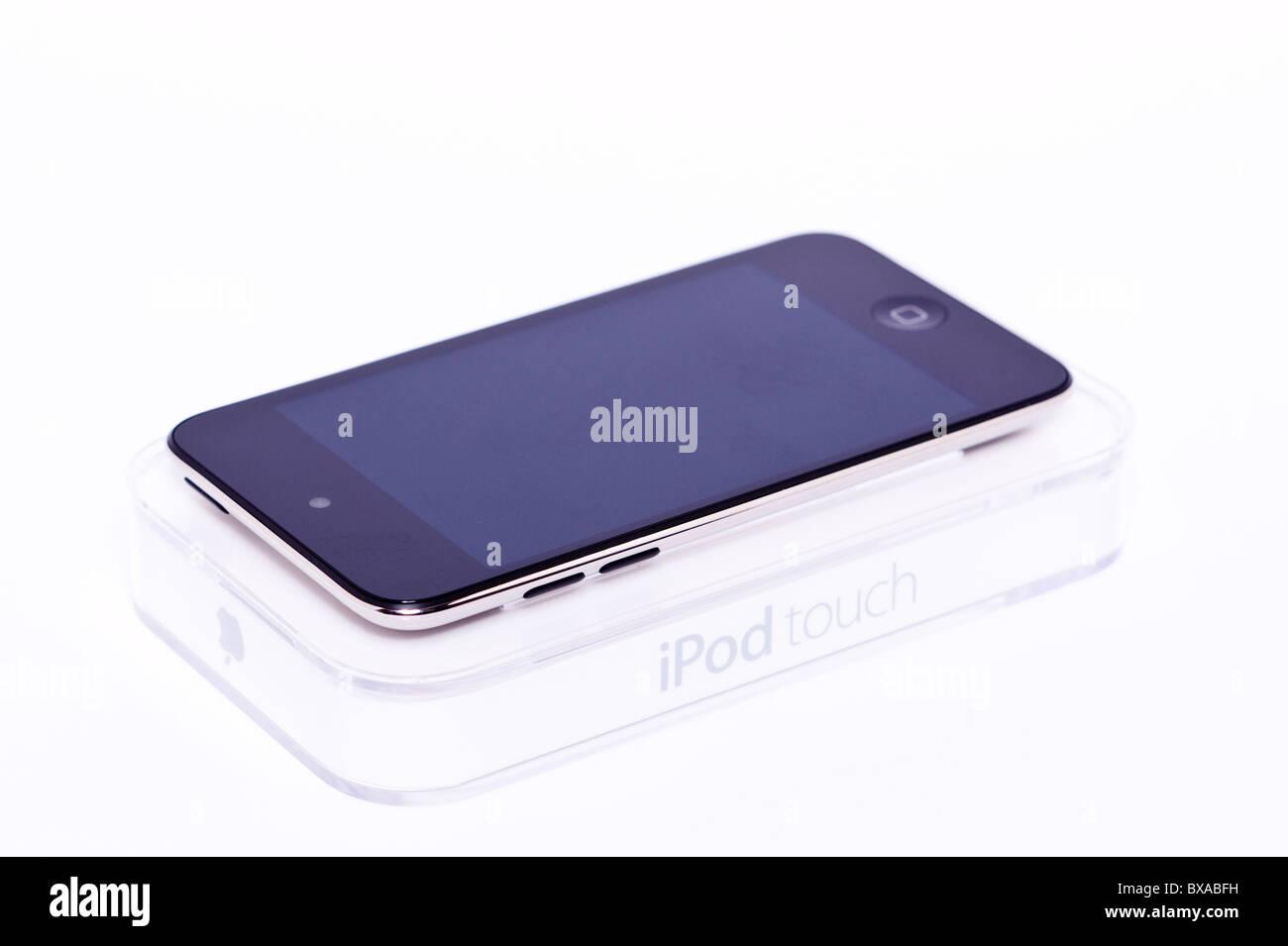 Le nouveau Apple Ipod touch 4e génération 4G 32gb media player sur un fond blanc Photo Stock