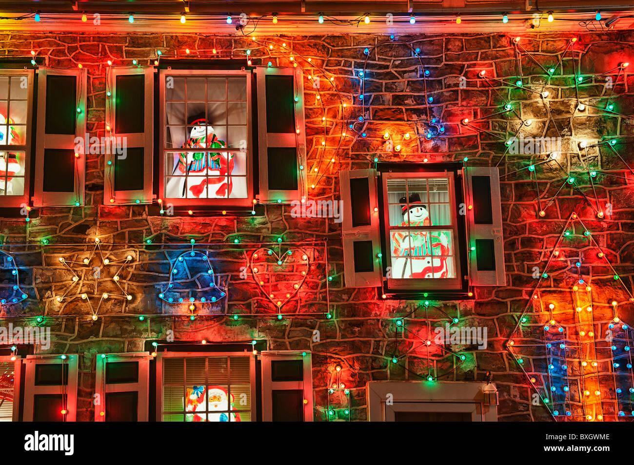 Maison décorée avec des lumières de Noël, village de Noël, du koziar bernville, PA, Pennsylvanie, Photo Stock