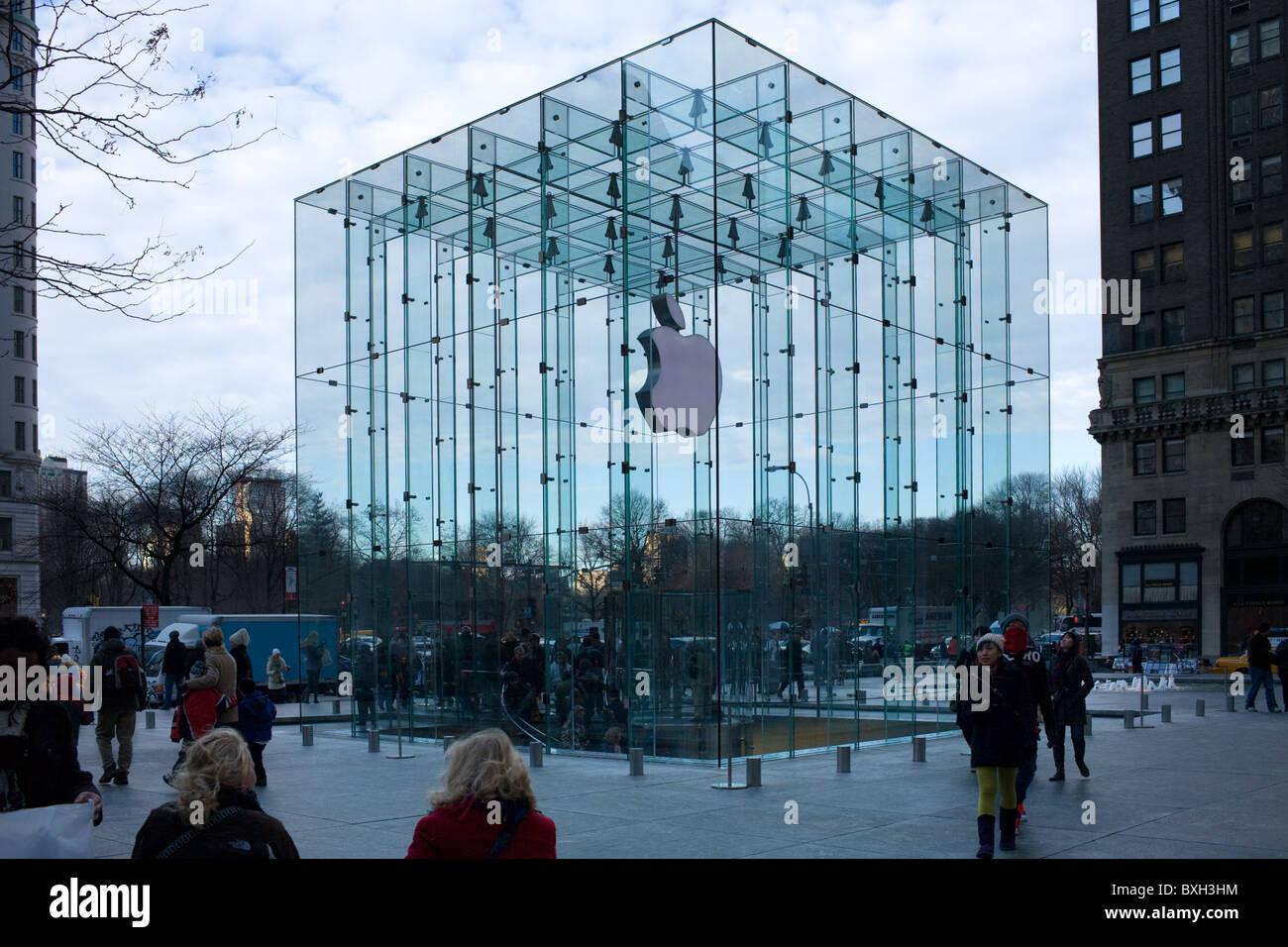 Le cube de verre, de l'Apple Store Cinquième Avenue, Manhattan, New York City Banque D'Images