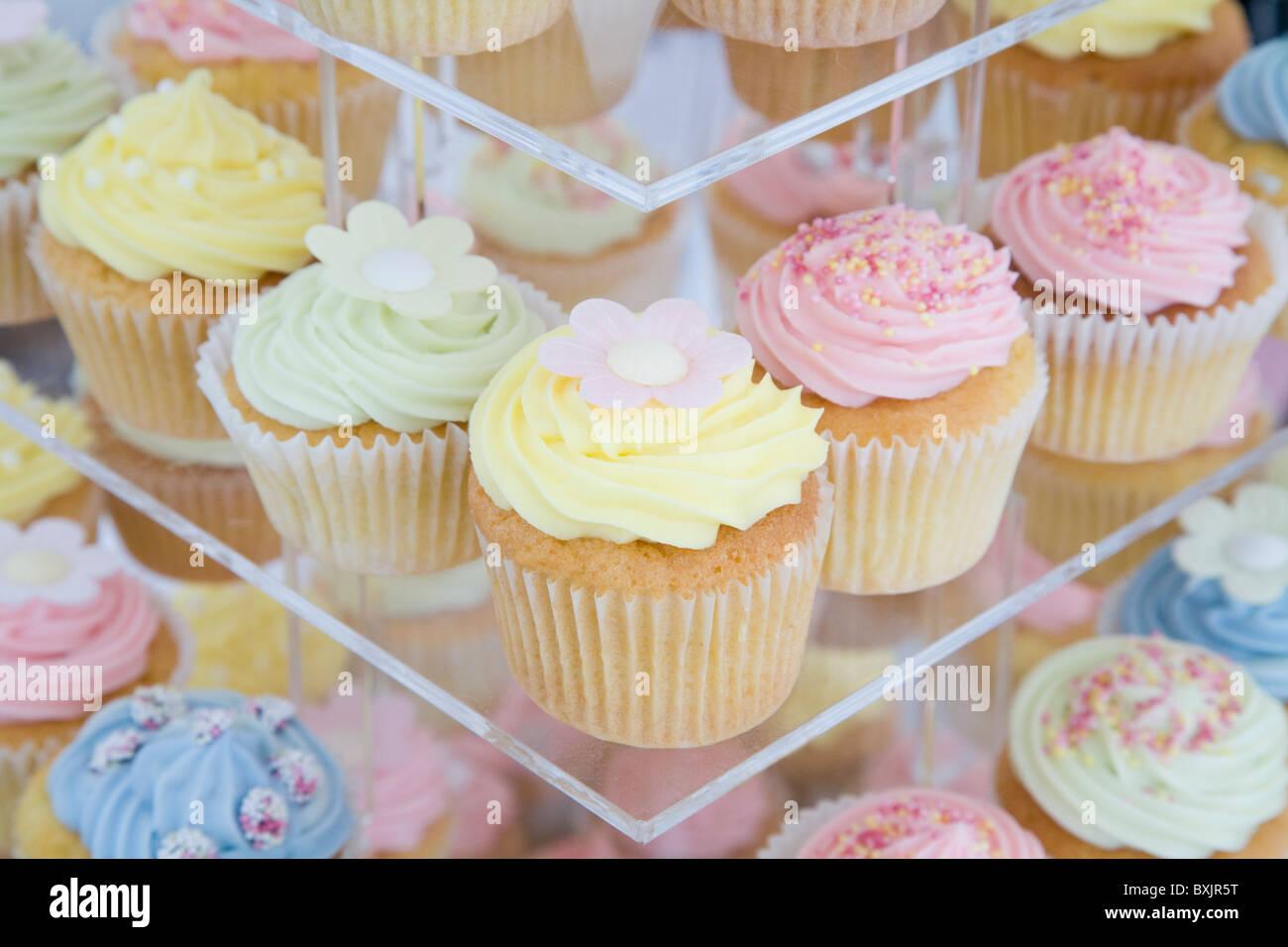 Cup cakes comme un gâteau de mariage sur un jour de mariage Photo Stock