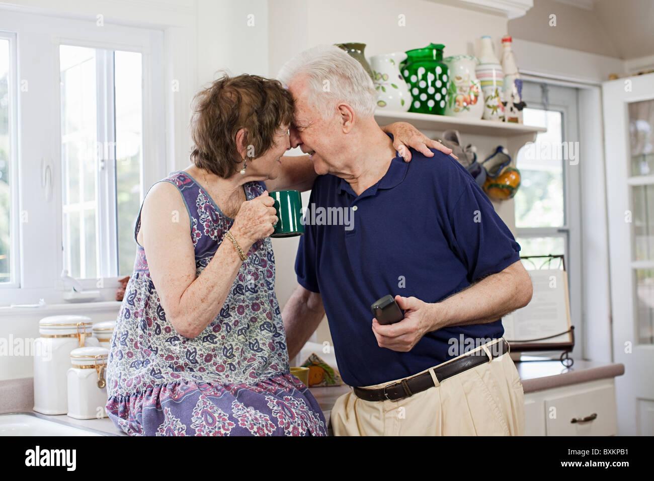 Senior couple in kitchen Photo Stock