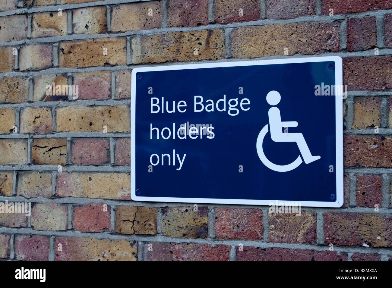 Porte badge bleu signe de restriction de stationnement à la gare de l'Est, Canterbury Photo Stock