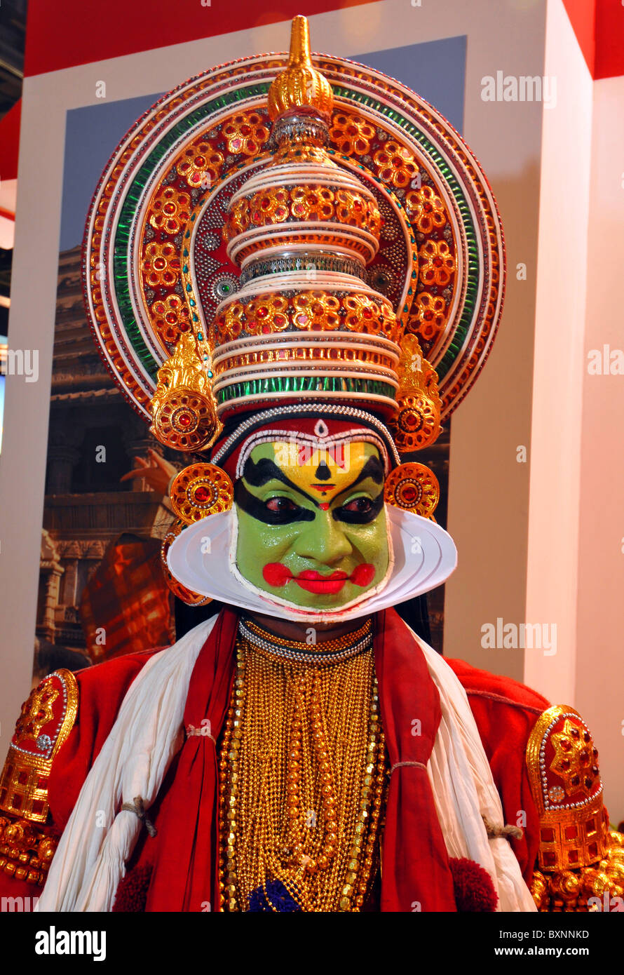 Danseuse indienne en costume traditionnel, Kathakali Photo Stock