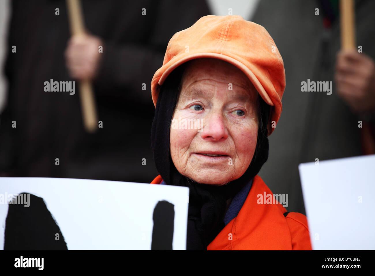 Manifestant à l'Au-delà des mots: témoin silencieux de l'injustice. La campagne de Photo Stock