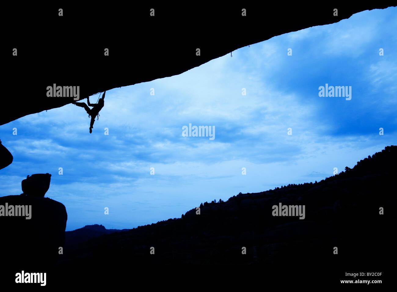Un homme rock monte en Espagne. Photo Stock