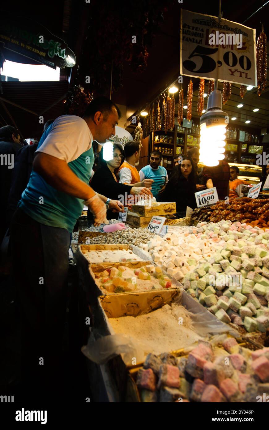 bdc0104536c9 Dans le marché aux épices (également connu sous le nom de l Egyption Bazar