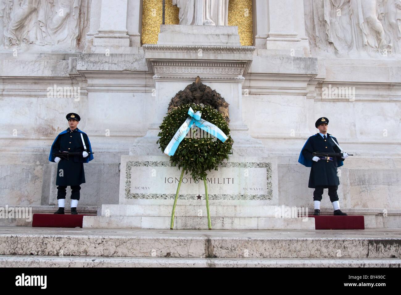 Monument Vittoriano Soldats inconnus touristic Rome Italie Photo Stock