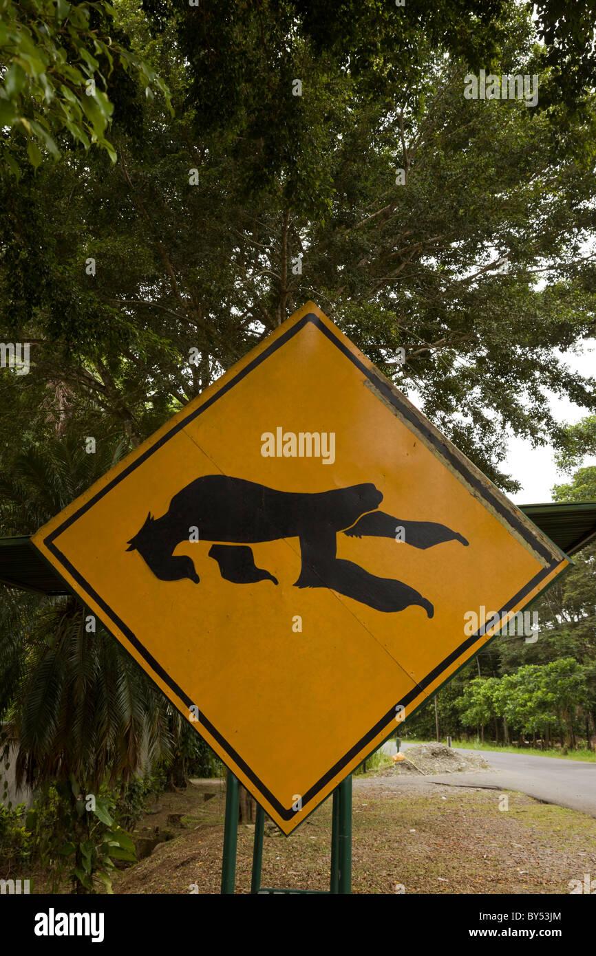 Sloth panneau de passage à niveau, le long de l'autoroute 36 à l'extérieur de la Refugio Photo Stock