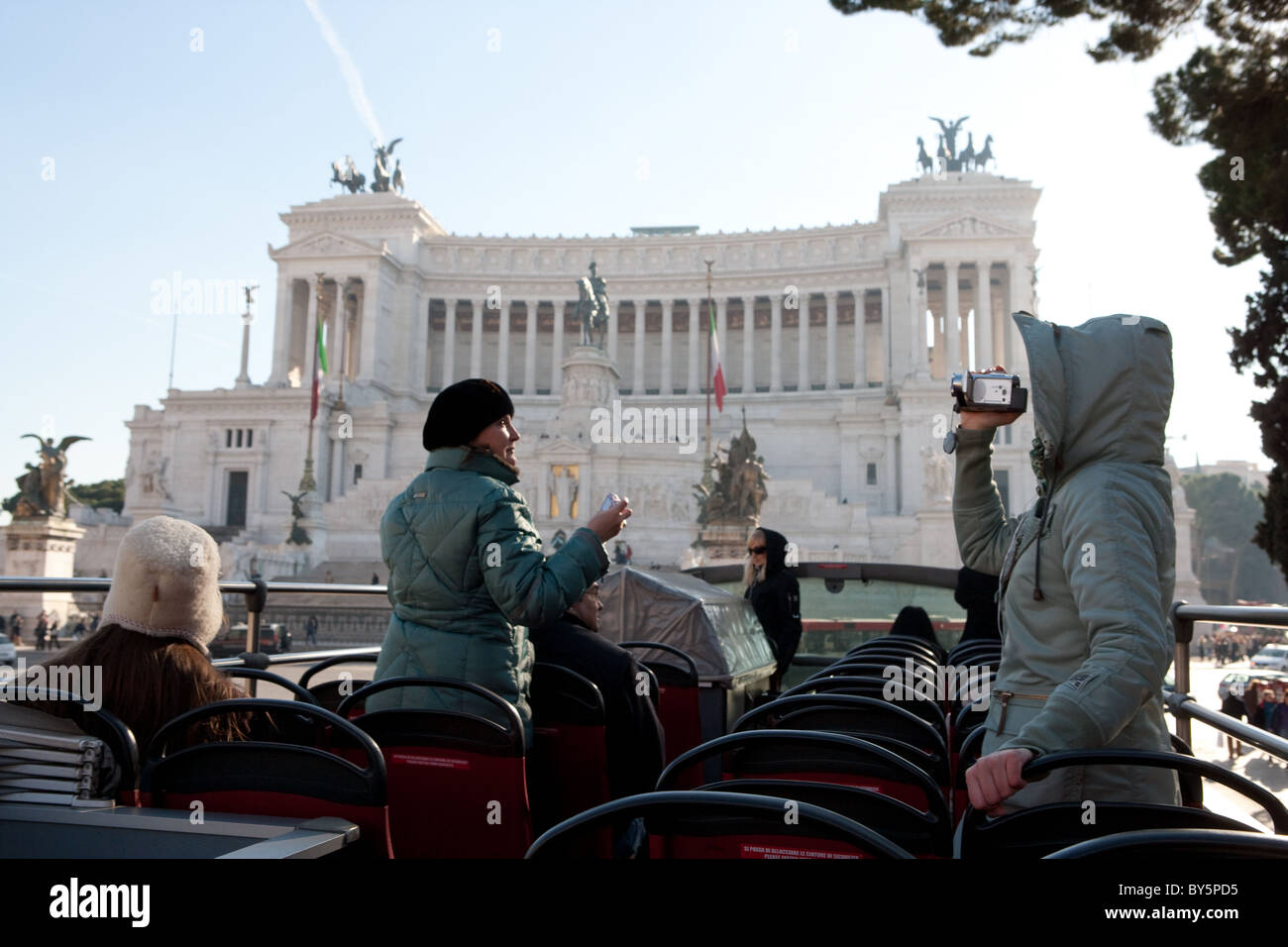 Rome Italie 'Piazza Venezia' édifice Vittoriano de touristes en hiver Photo Stock