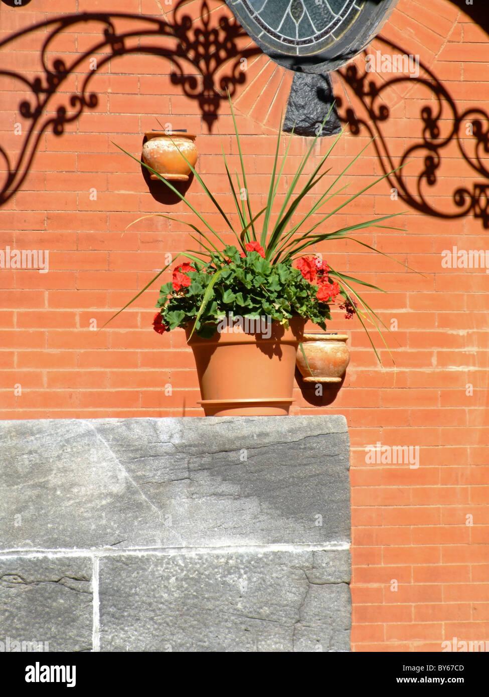 Bac A Fleur Exterieur accueil extérieur avec bac à fleur banque d'images, photo