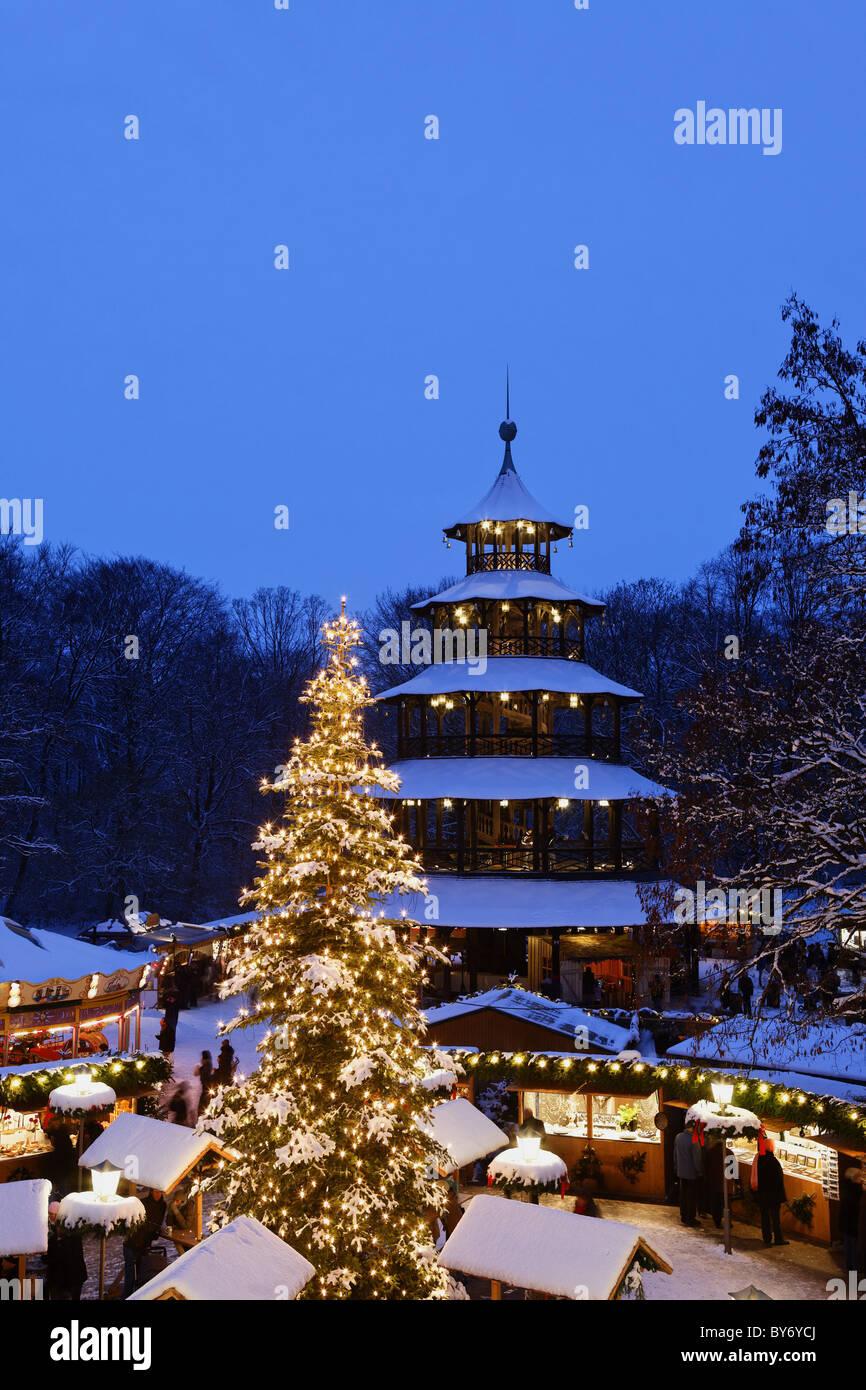 Marché de Noël à la Tour Chinoise, Chinesischer Turm, Englischer Garten, Munich, Bavière, Allemagne Banque D'Images