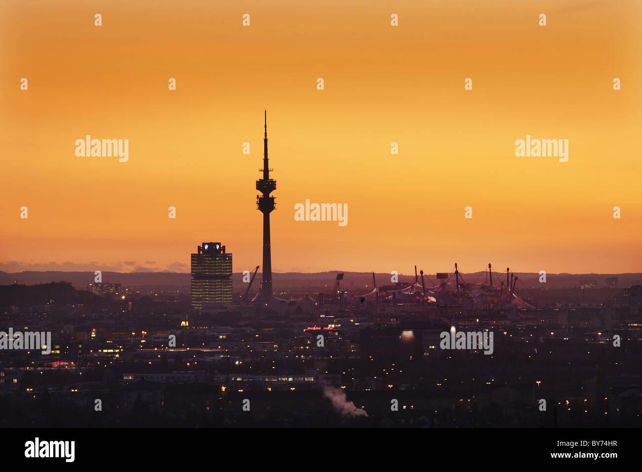 Vue urbaine avec le parc olympique, Munich, Bavière, Allemagne Photo Stock