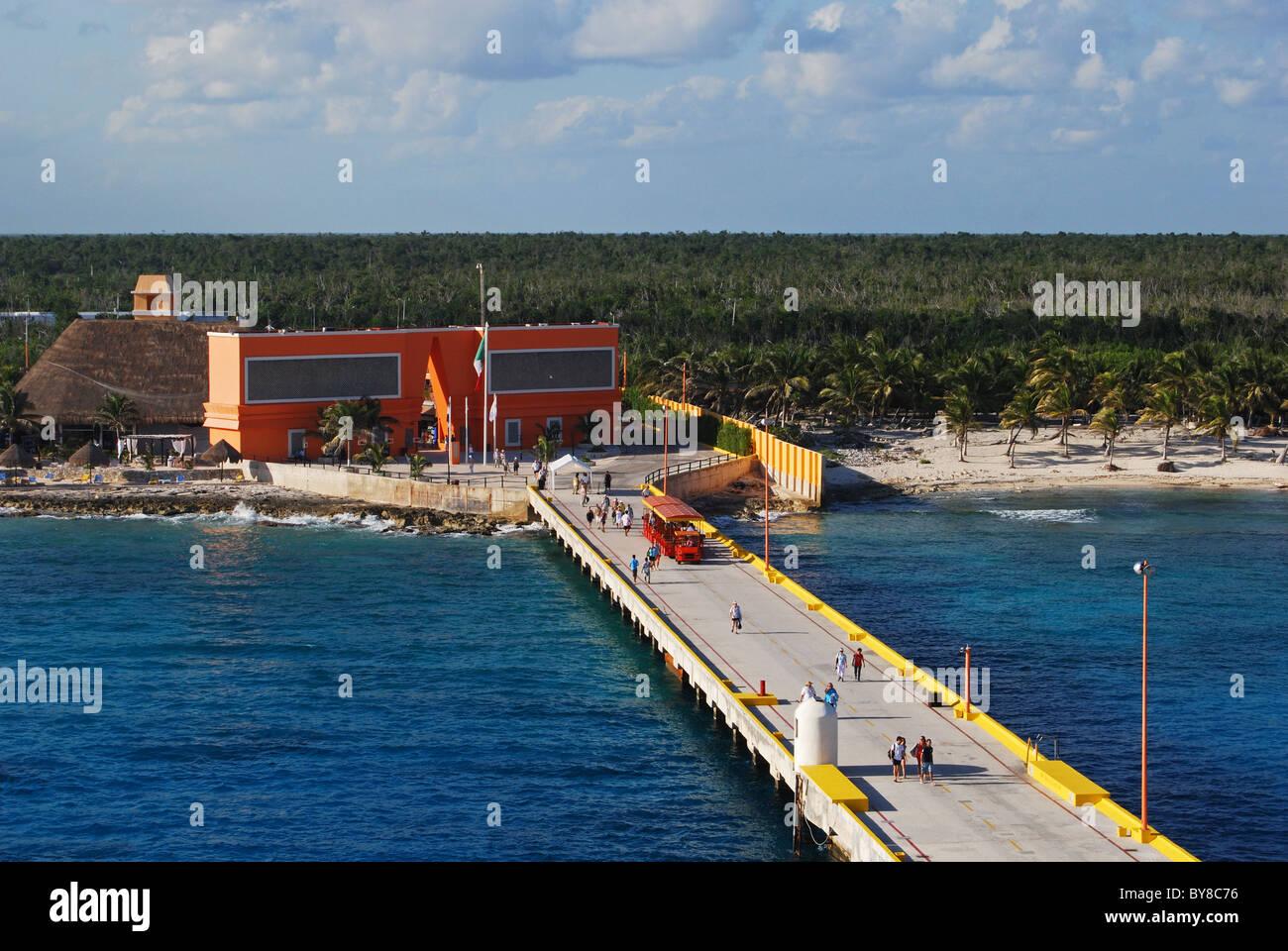 Jetée dans la zone portuaire, Costa Maya, Région de l'Est du Sud, le Mexique, les Caraïbes. Banque D'Images