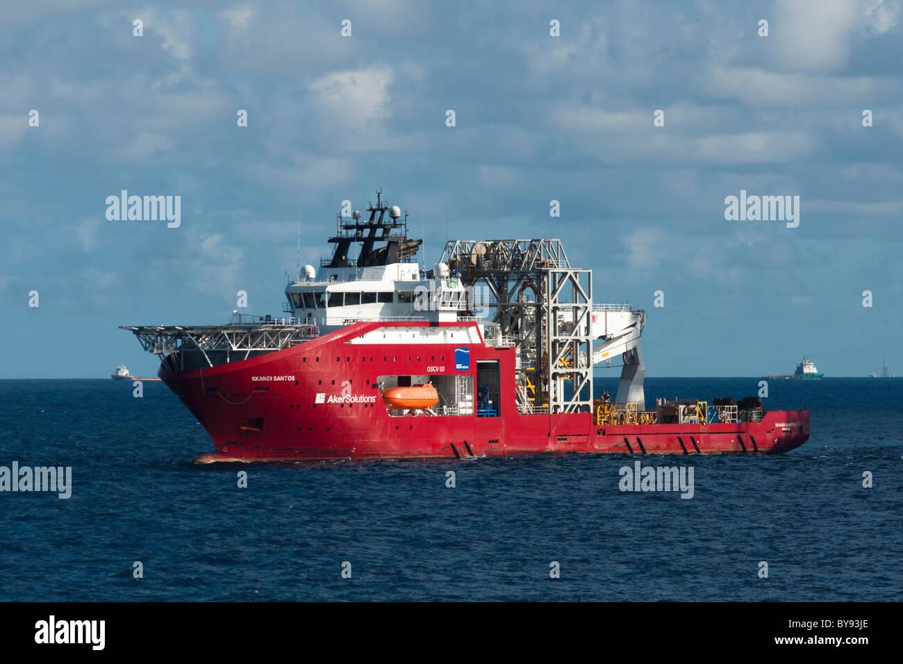 Skandi Santos, un équipement sous-marin (SESV) Navire de soutien travaillant dans le bassin de Campos, l'état Photo Stock
