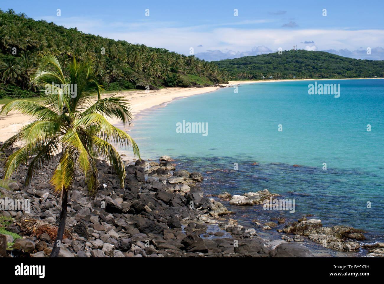 Plage des Caraïbes, sable blanc immaculé sur Big Corn Island ou Grande Corn Island, au Nicaragua, en Amérique centrale Banque D'Images