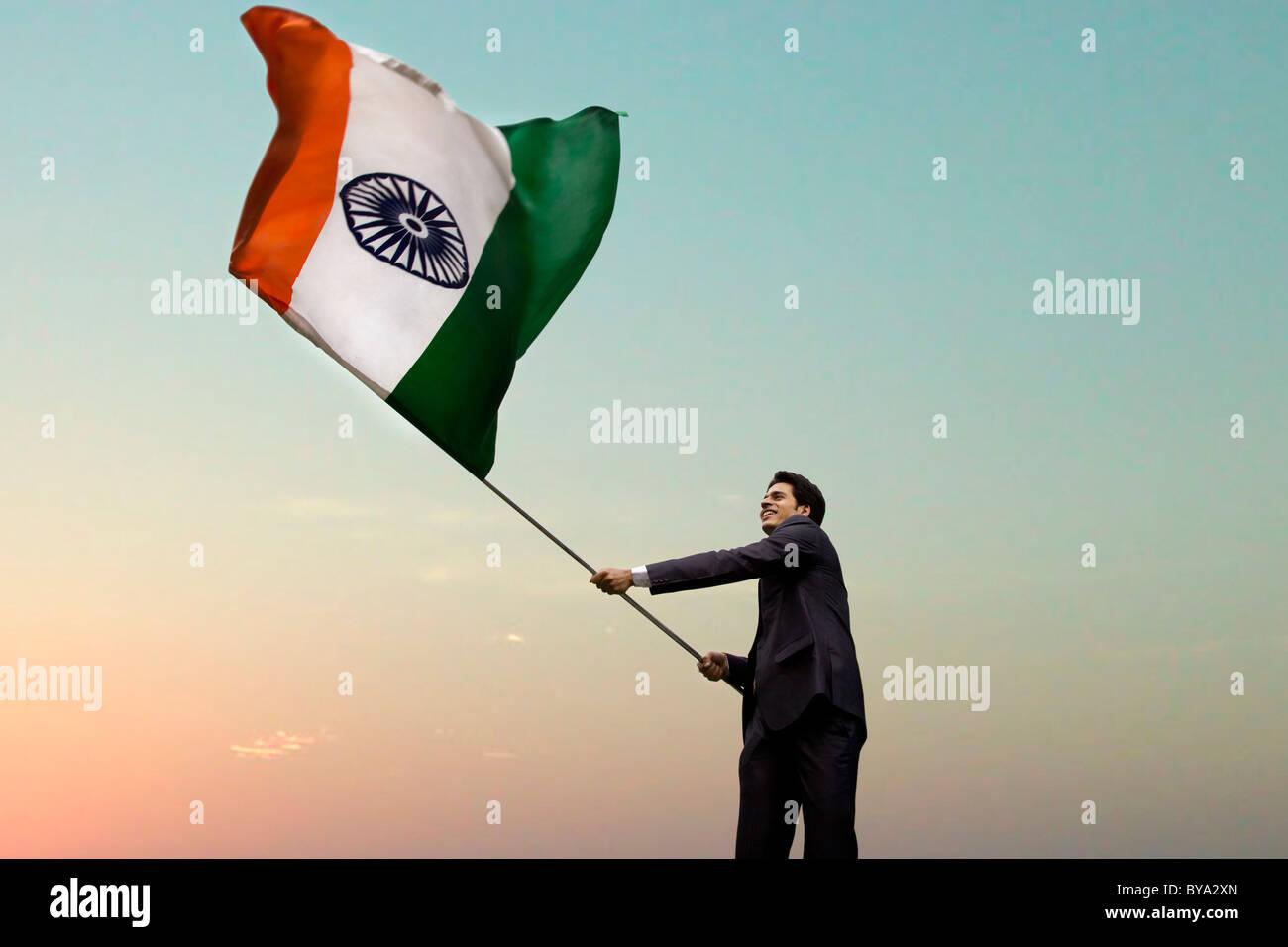 Businessman holding le drapeau indien Photo Stock
