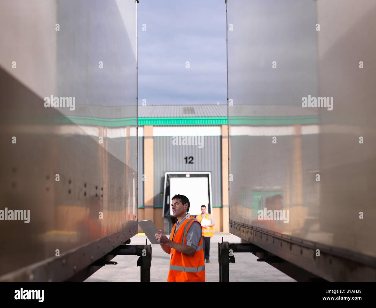 Charge de l'inspection des travailleurs Photo Stock