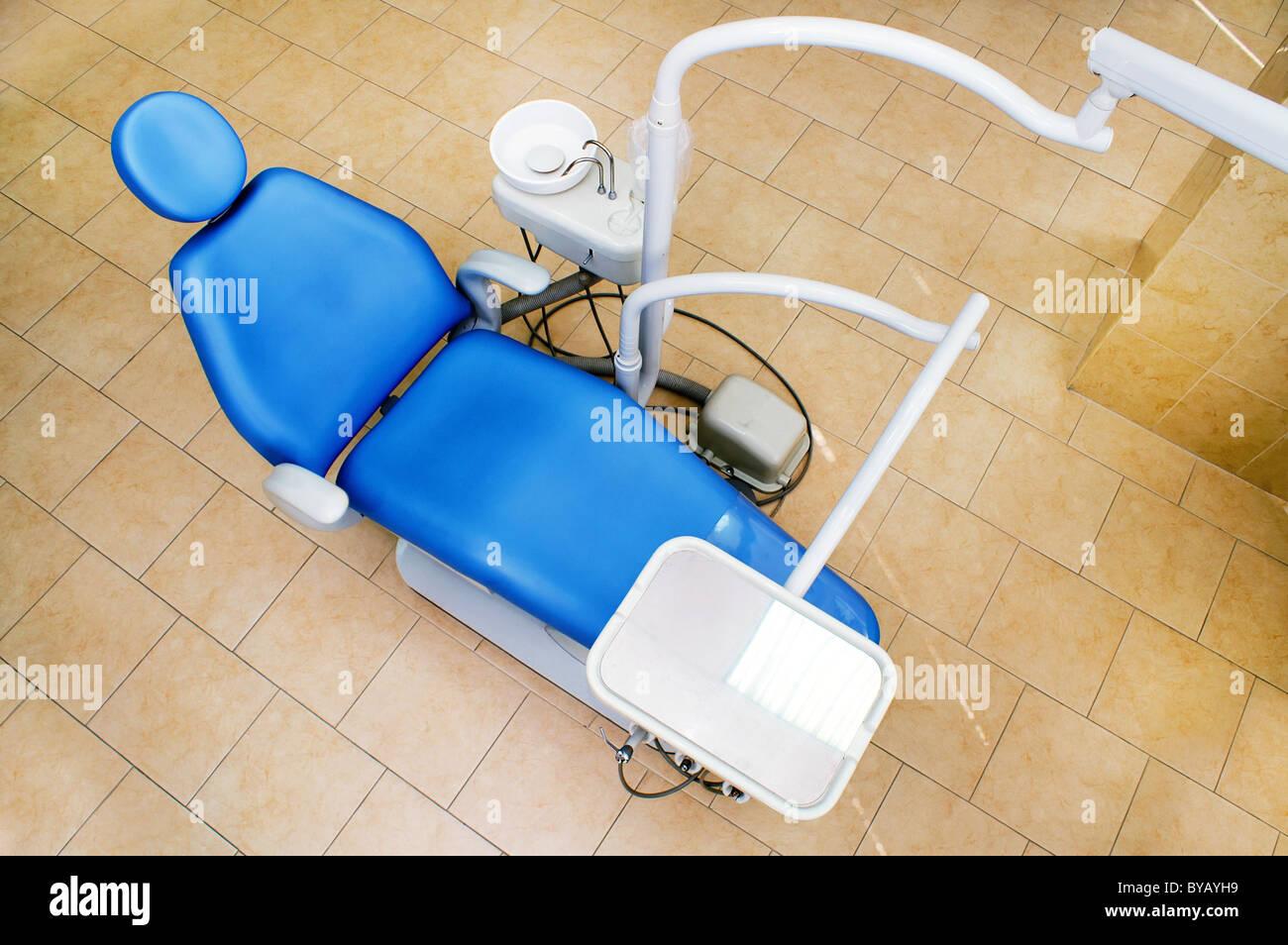 Intérieur d'une clinique de médecine dentaire , fauteuil dentaire et de l'équipement , département Photo Stock