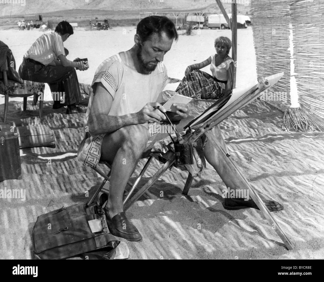 PETER CUSHING est un acteur britannique, au cours d'une pause dans le tournage Alexandre le Grand en Espagne Photo Stock