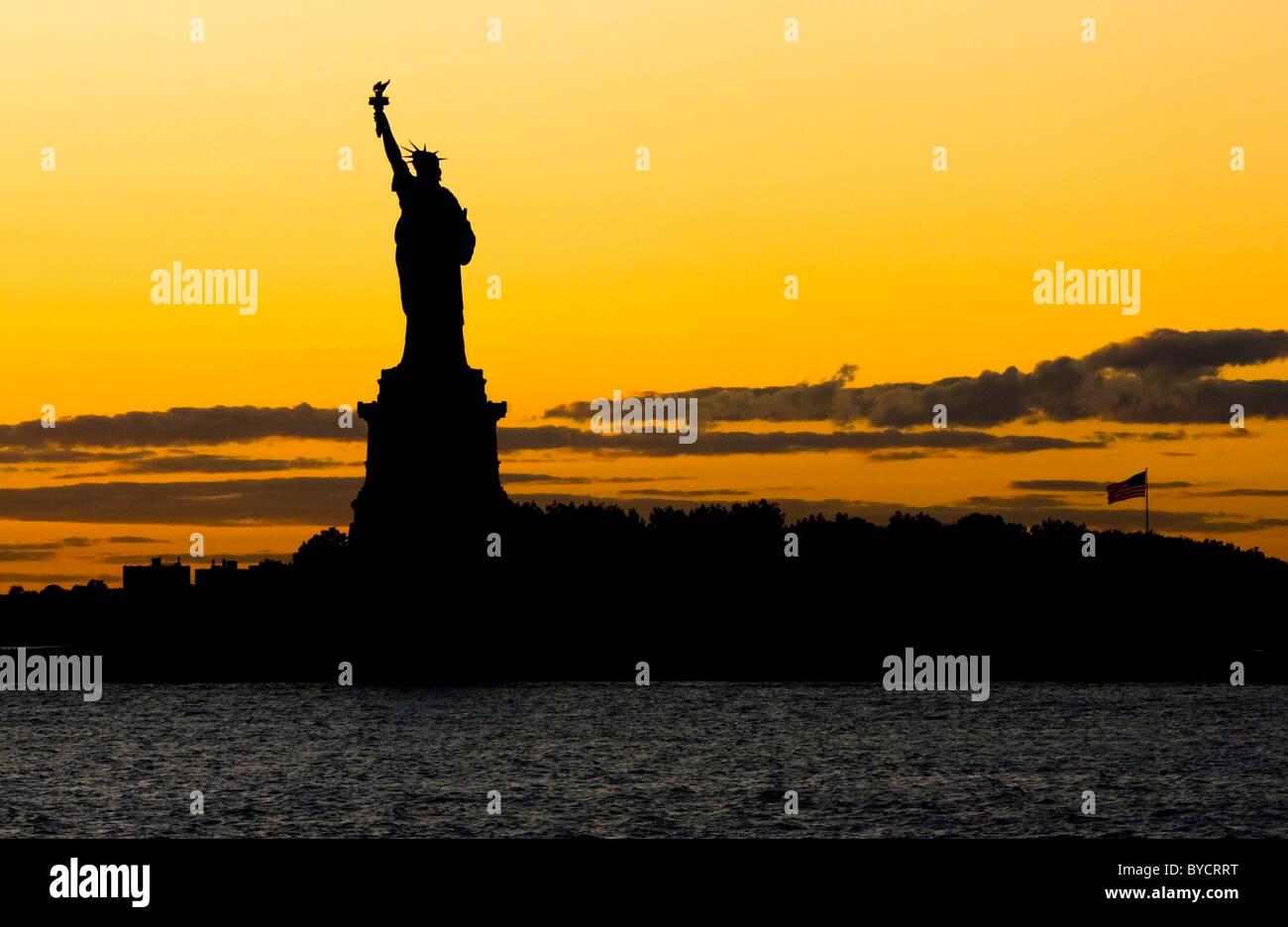 La Statue de la Liberté au coucher du soleil Photo Stock