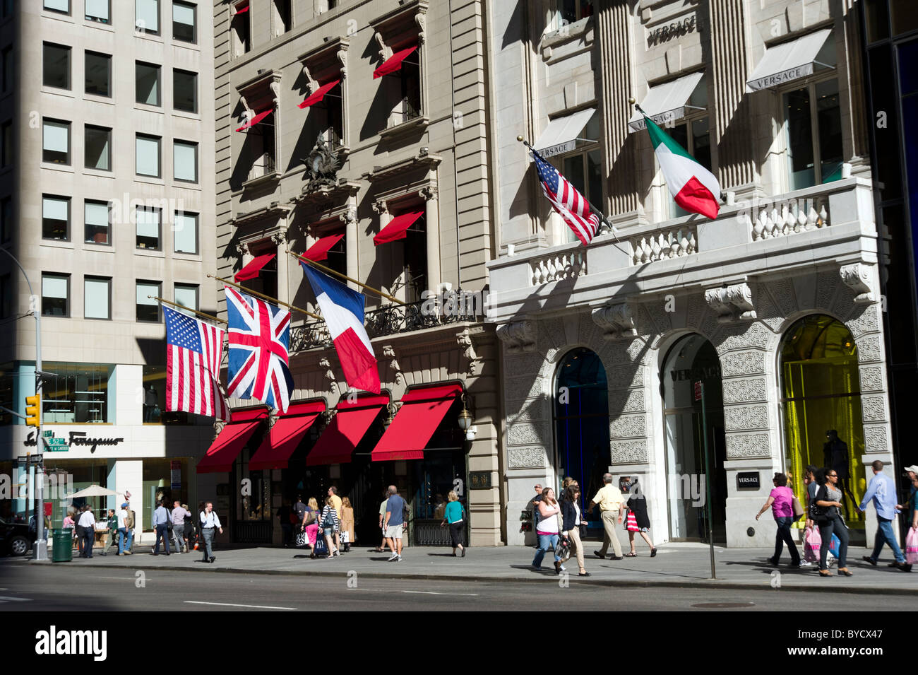 62e4224367 Les magasins de luxe de la cinquième avenue, new york city, usa Photo Stock