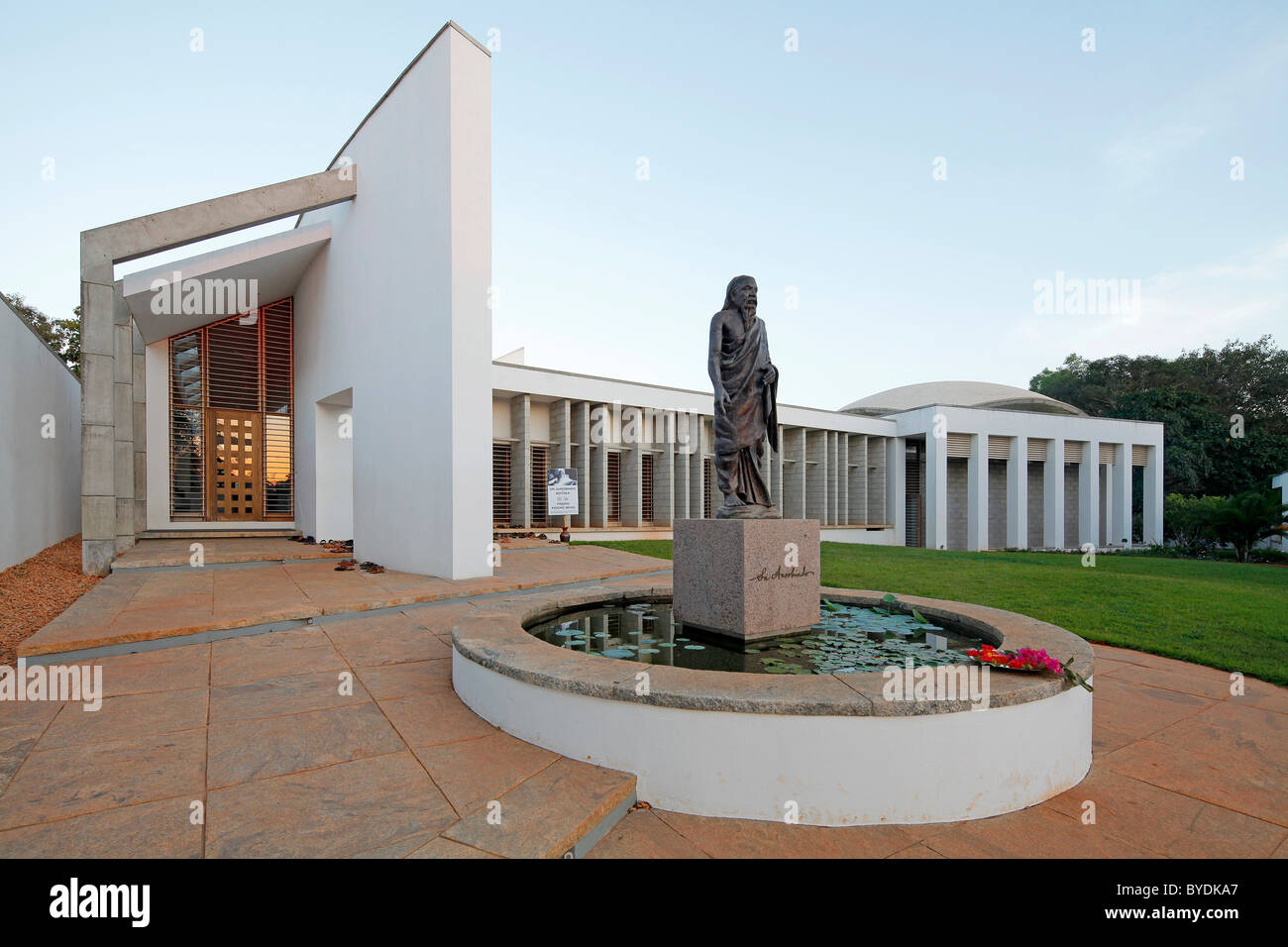 sri aurobindo ashram pondicherry photos sri aurobindo ashram pondicherry images alamy. Black Bedroom Furniture Sets. Home Design Ideas