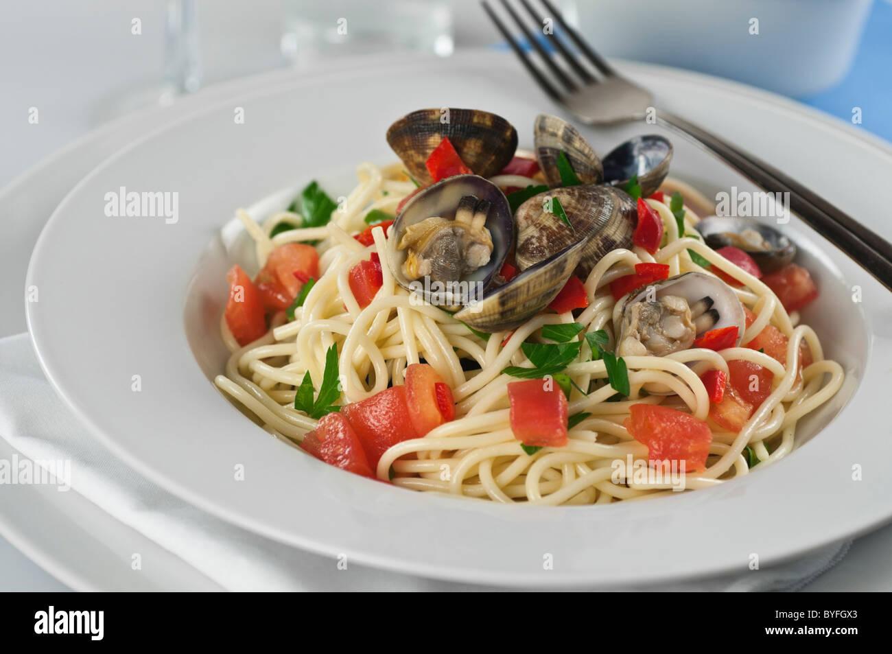Spaghetti vongole. Pâtes aux palourdes Banque D'Images