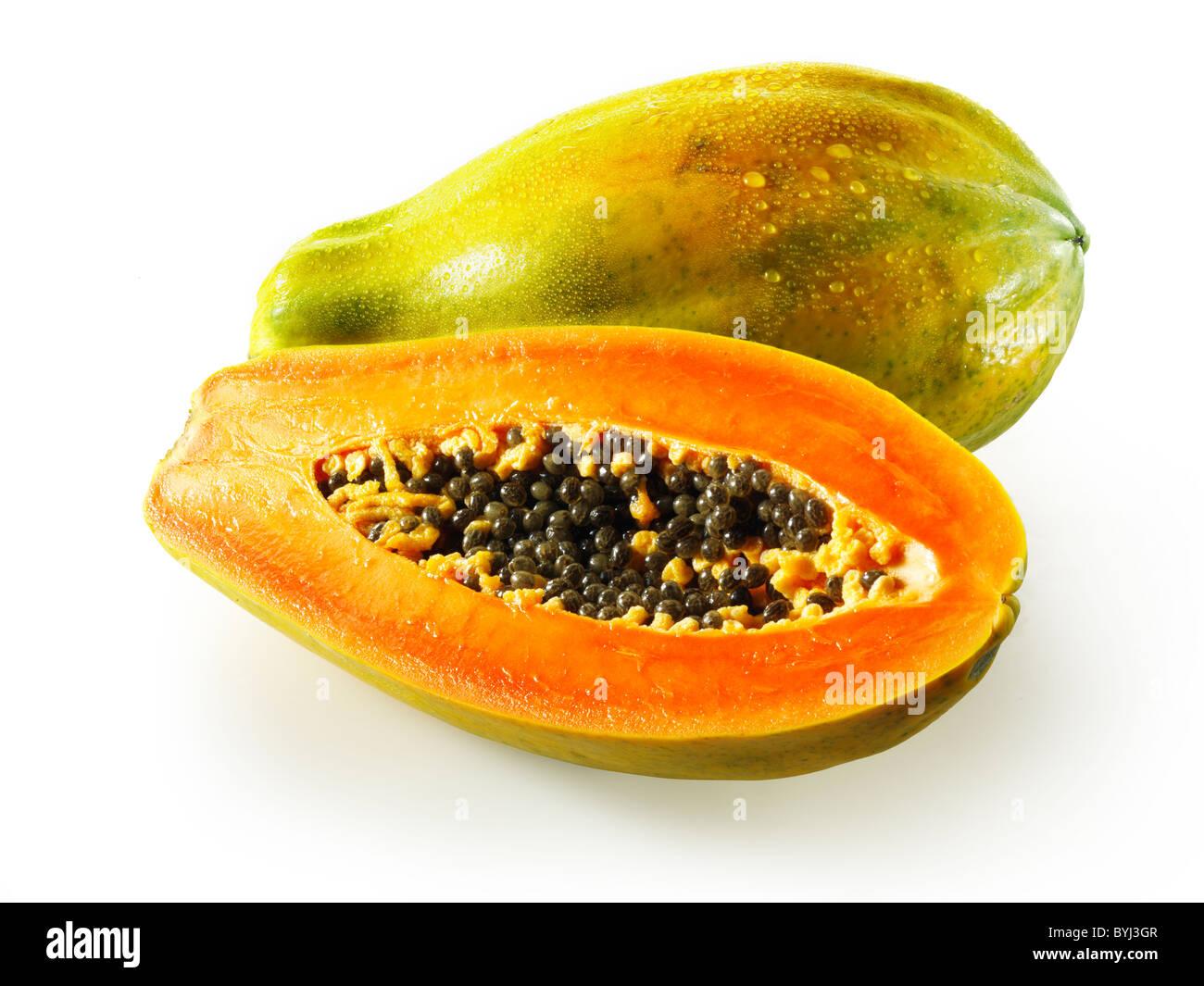 Papaye Formosa frais coupés, sur un fond blanc comme un cut out Photo Stock