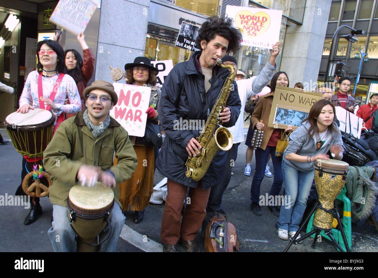 Pas de guerre et paix guerre Anti-Iraq et démonstration de protestation, à Tokyo, Japon, le 8 mars 2003 Photo Stock