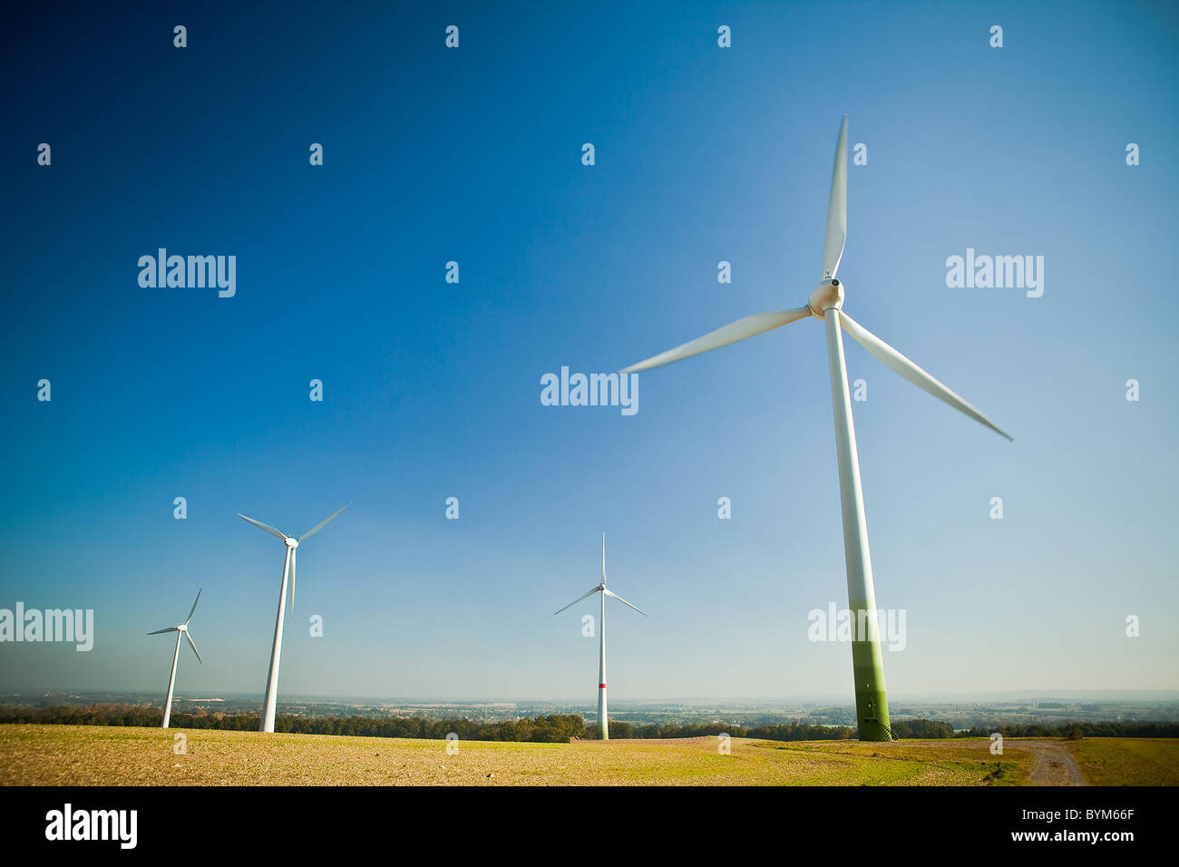 Wind turbine - source d'énergie verte et alternative Photo Stock