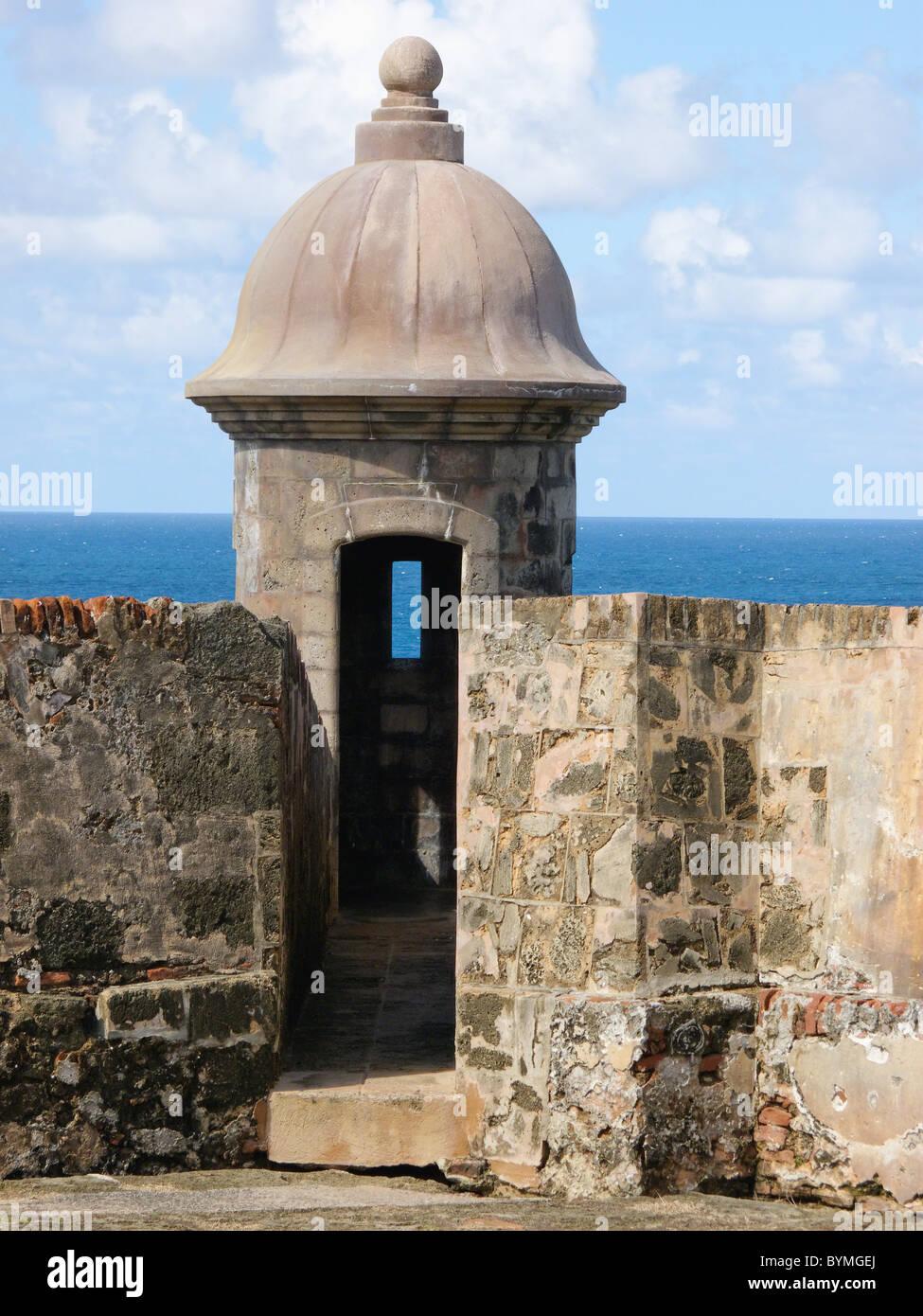 Poste de garde sur le mur d'un Fort, le Fort San Cristobal, San Juan, Puerto Rico Photo Stock