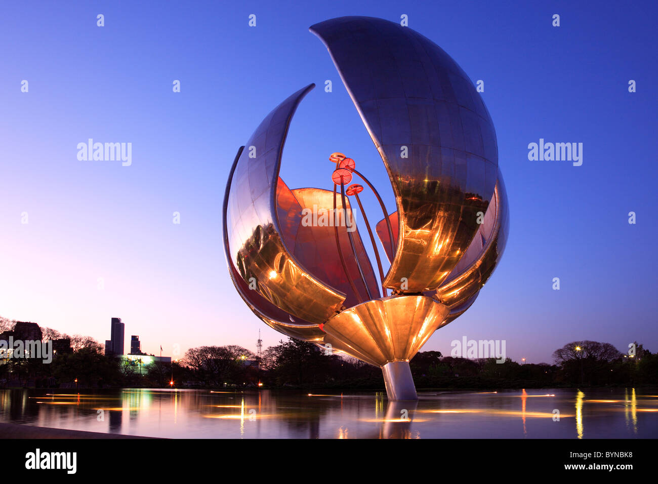 "'Floralis Genérica"" sculpture, par l'arch. Eduardo Catalano. mis à 'Nations Unies' Photo Stock"